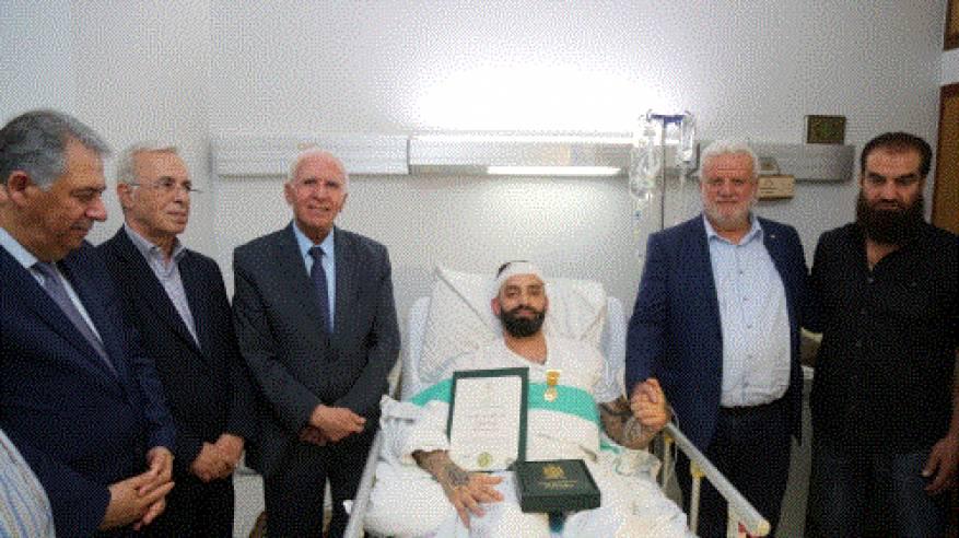 نيابة عن الرئيس: الأحمد يقلد صابر مراد ميدالية الشجاعة من وسام الرئيس ياسر عرفات