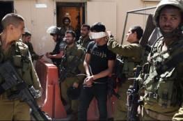 الاحتلال يعتقل أسيرا محررا وزوجته ونجله ويعتدي على آخرين في الخليل