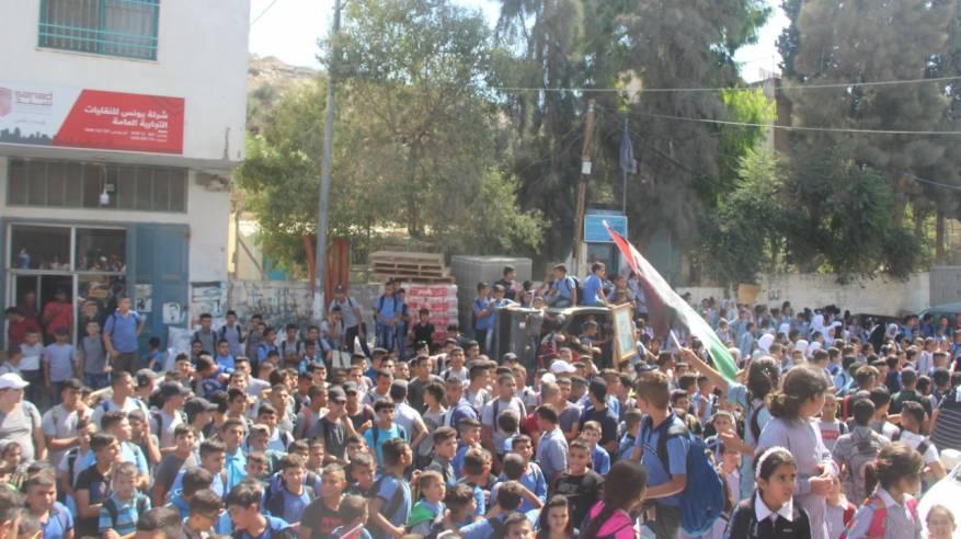 طولكرم: وقفة طلابية احتجاجية على تقليصات الأونروا وداعمة لمواقف الرئيس