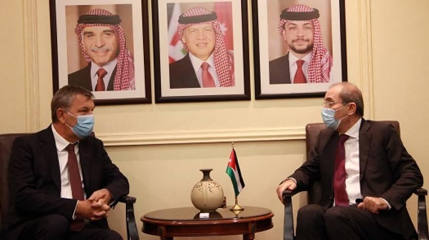 الصفدي يبحث مع المفوض العام للأونروا الجهود المبذولة لتوفير الدعم المالي