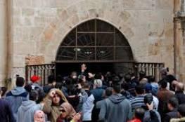 المقدسيون يرفعون علم فلسطين في باب الرحمة ويكبرون ابتهاجا بنصرهم بفتح مصلى الرحمة المغلق منذ 2003
