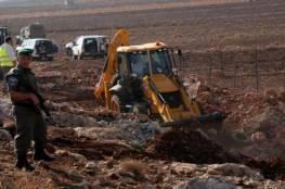 مستوطنون يجرفون 500 دونم من أراضي قرية أم صفا