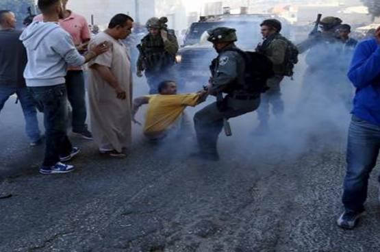 الاحتلال يصيب 9 مواطنين ويعتقل 7 آخرين في مخيم الجلزون