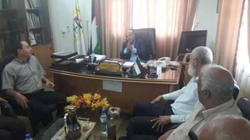 اللجنة الشعبية بمخيم خانيونس تُهنئ د. أبو هولى بتوليه منصب رئيس دائرة شؤون اللاجئين بالمنظمة