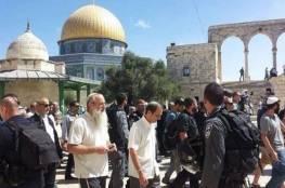 أكثر من 100 مستوطن يقتحمون الأقصى وسط صلوات تلمودية علنية