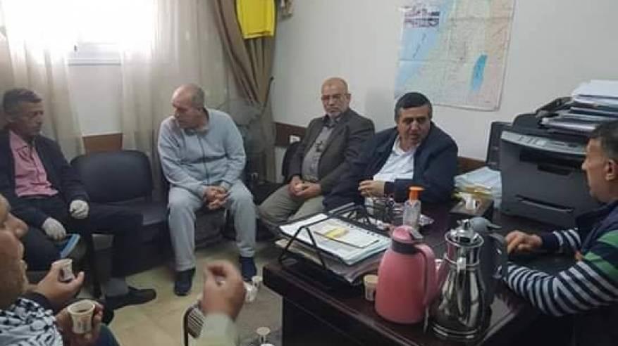 رئيس بلدية بيت لحم يزور مخيم بيت جبرين ويلتقي باللجنة الشعبية