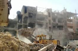 اللجنة المشرفة تؤكد على استمرار عملية ازالة الأنقاض من الحارات الفرعية في مخيم اليرموك