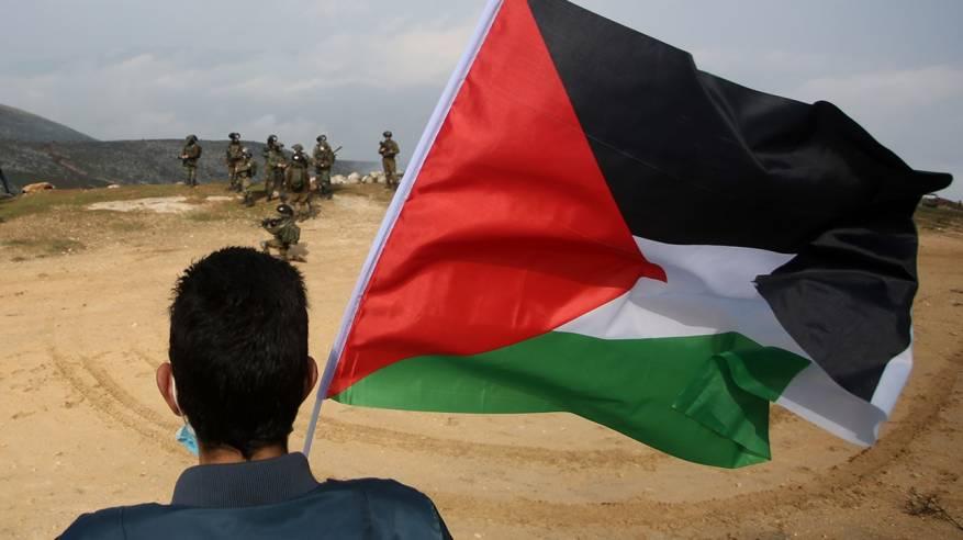 تواصل انتهاكات الاحتلال: اعتداء على 3 عمال واستهداف مزارعين وهدم خيام سكنية