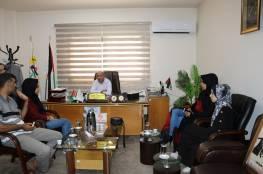 د. ابو هولي: يستقبل في مكتبه الطالبتين المبدعتين اية مسعود وناريمان ابو سمرة