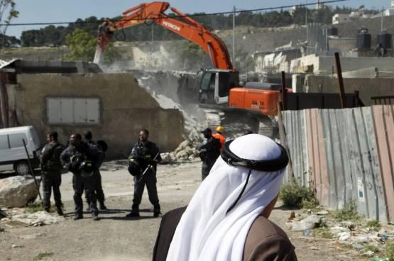 الاحتلال يخطر بهدم عدد من منازل مخيم عقبة جبر في أريحا خلال ثلاثة أسابيع