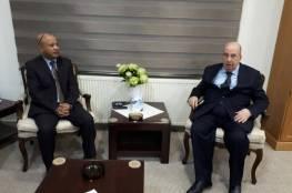 د. ابو هولي: المنظمة والقيادة الفلسطينية تتحركان على عدة مستويات لمواجهة القرارات الامريكية مدعومة بحراك جماهيري