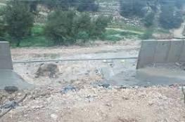 انهيار مقاطع من الجدار العنصري بمخيم شعفاط بفعل الأمطار