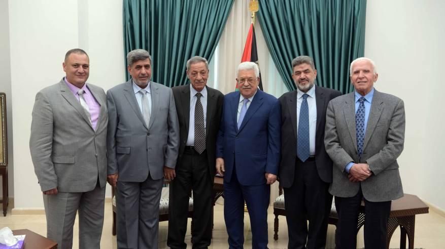 الرئيس يستقبل أعضاء من لجنة الإشراف على إعادة إعمار مخيم اليرموك ومقبرة الشهداء