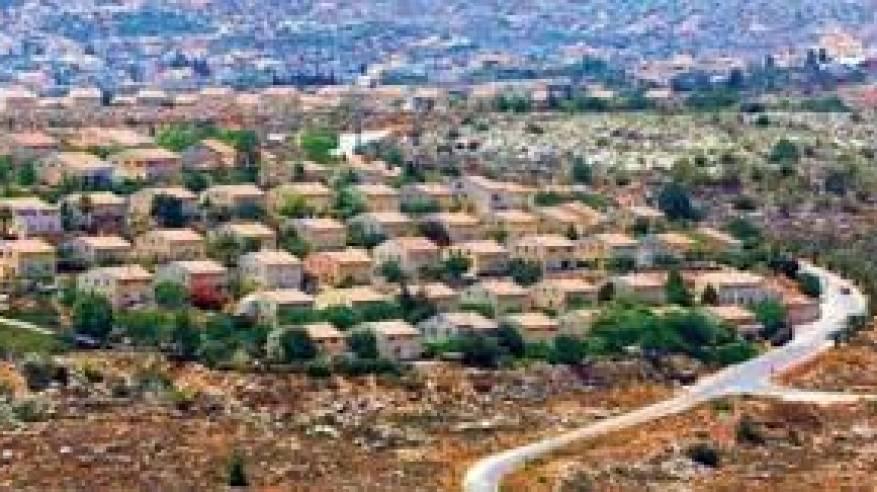 الاحتلال يصادق على شق شارعين لربط مستوطنات معزولة شمال وجنوب الضفة