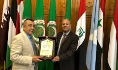د. احمد ابو هولي رئيس دائرة شؤون اللاجئن يكرم كل من سعادة السفير دياب اللوح وسعادة السفير د.سعيد ابو علي