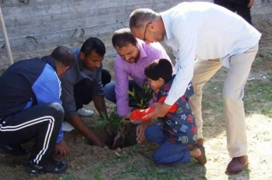 اللجنة الشعبية بمخيم خانيونس تفتتح ساحة الشهيد ياسر عرفات