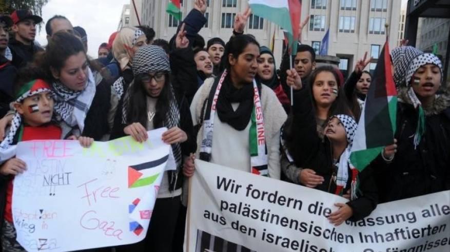 قرابة مليون- فلسطينيو أوروبا على أبواب تجديد الشرعية