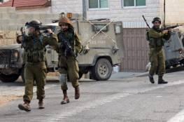الاحتلال يداهم عدة بلدات ويفتش منازل في محافظة الخليل