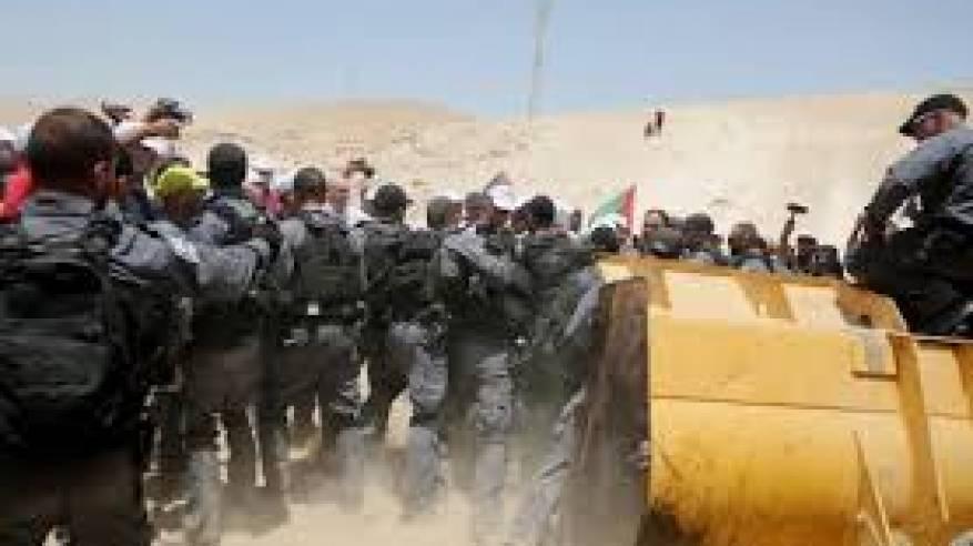 الاحتلال يمنع وصول المواطنين الى الخان الاحمر ويحتجز العشرات بينهم العالول وعساف