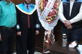 الدكتور أبو هولي يهنئ الأخ ناهض أبو منديل لحصوله على درجة الماجستير