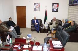 د. ابو هولي وشمالي  يؤكدان على استمرار الاونروا في تقديم خدماتها وفق القرار 302 ما دام اسباب انشائها لا تزال قائمة