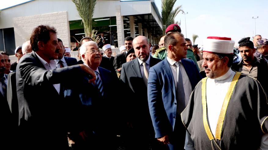 الرئيس يتفقد مدينة محمود عباس للحجاج والمعتمرين