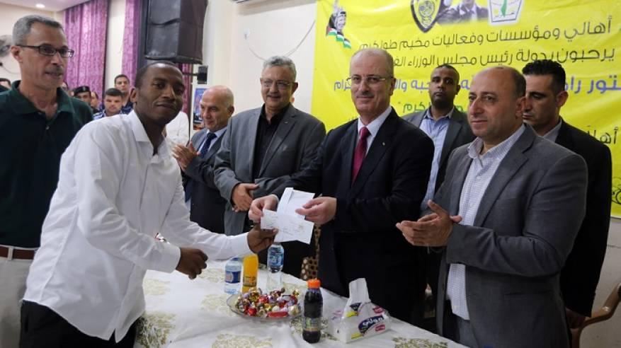الحمد الله: نفخر بمركز الشباب الاجتماعي وكافة المؤسسات والبنى الفاعلة في مخيم طولكرم