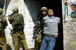 الاحتلال يعتقل ثلاثة شبان من مخيم الجلزون