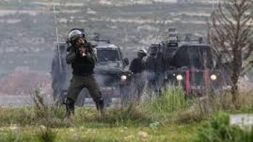 اعتقالات وإصابات برصاص الاحتلال ومستوطنون يهاجمون المواطنين وهدم منزل ومحال تجارية