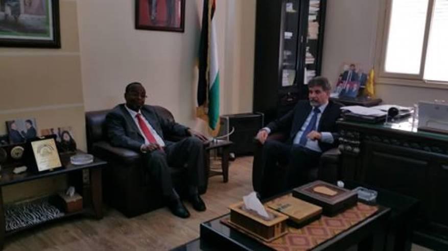 عبد الهادي يبحث مع مدير الأونروا في سوريا أوضاع اللاجئين الفلسطينيين