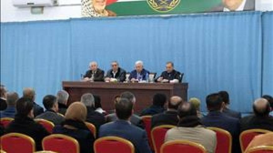 الرئيس خلال لقائه أعضاء أقاليم