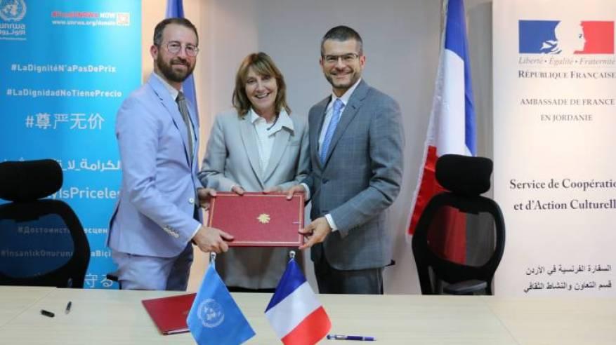 فرنسا تدعم برنامج التعليم بالأونروا بالتبرع بمبلغ 350 ألف يورو