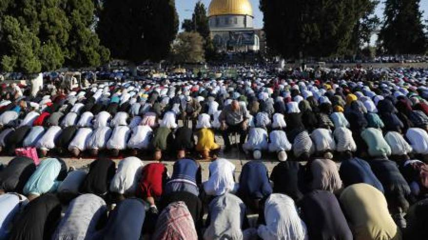 أكثر من 100 الف مصل يؤدون صلاة العيد بالأقصى ويفشلون مخططات الاحتلال الهادفة لاقتحامه