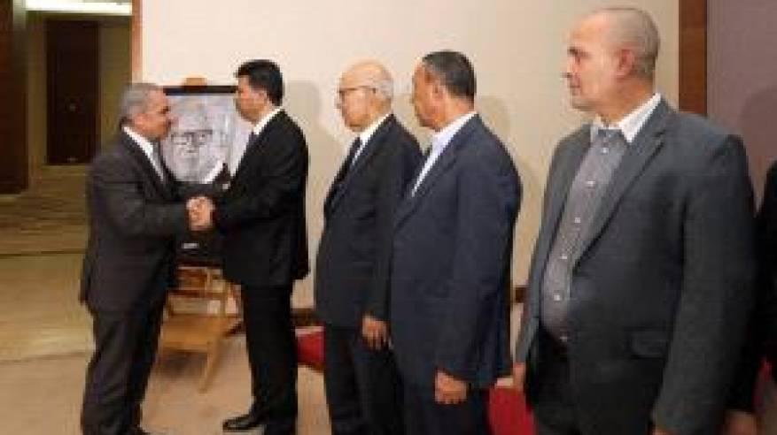 رئيس الوزراء يقدم واجب العزاء بالرئيس التونسي