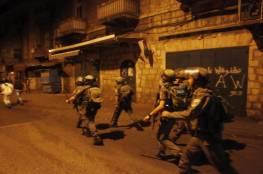قوات الاحتلال تعتدي على مواطنين عند مدخل مخيم العروب