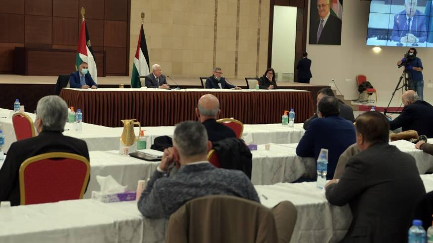 الرئيس خلال ترؤسه جلسة