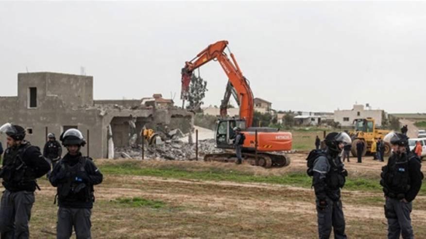 """الأغوار: الاحتلال يخطر بطرد أربع عائلات فلسطينية من خربة """"أم الجمال"""""""