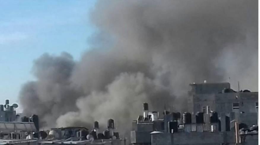اصابة 4 مواطنين جراء انفجار داخلي في أحد المنازل في مخيم البريج