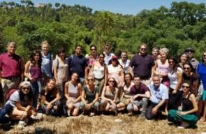 جمعية المهجرين تستقبل أكاديميين أجانب في قرية صفورية المهجرة