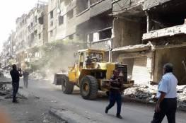 دمشق: تواصل عملية إزالة الأنقاض والركام من مخيم اليرموك