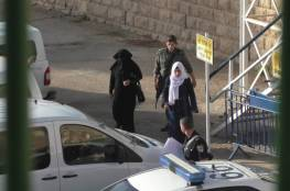 الاحتلال يحتجز ناشطة مقدسية ويشدد من إجراءاته بمحيط مصلى باب الرحمة
