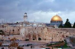 المبعوثة الأوروبية للسلام تزور أوقاف القدس وتطّلع على انتهاكات الاحتلال بحق المسجد الأقصى