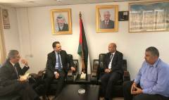 لقاء د.احمد ابو هولي رئيس دائرة شؤون اللاجين مع مفوض عام الأونروا بيير كرينبول بتاريخ 13/9/2018 لبحث ازمتها المالية
