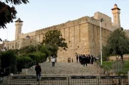 الاحتلال يطرد موظفي الأوقاف من الحرم الإبراهيمي تمهيدا لاستباحته من قبل المستوطنين