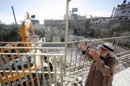 سلطات الاحتلال تخطر بهدم 20 متجرا بمخيم شعفاط شمال القدس