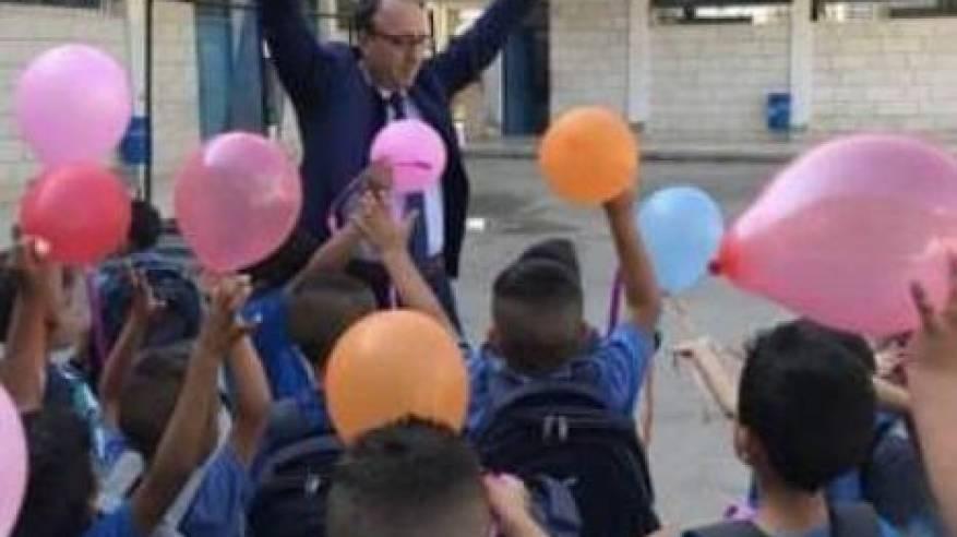 إدارة وكالة الغوث الدولية تفتتح العام الدراسي الجديد في مدرسة ذكور دير عمار الأساسية