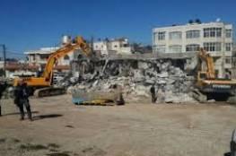 الاحتلال يهدم مبنى من طابقين بمخيم شعفاط في القدس