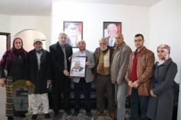 الدكتور أبو هولي يلتقي بشخصيات اعتبارية ووفد من الجمعية المحلية للخدمات المجتمعية في مخيم المغازي