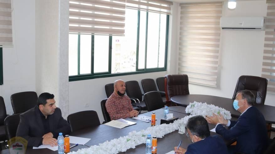 د. أبو هولي: يرحب بقرار الاونروا برفع قيمة المساعدات النقدية للاجئين الفلسطينيين في سوريا مطالباً بقرار مماثل في لبنان