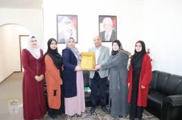 د. ابو هولي يستقبل وفداً من الاتحاد الوطني للنساء الجزائريات – فرع فلسطين